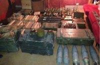 Співробітники СБУ вилучили арсенал зброї з приватного будинку в Артемівську