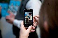 В Франции запретили использовать смартфоны в школах