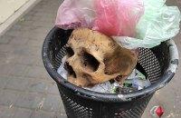 У Миколаєві у смітнику виявили давній людський череп