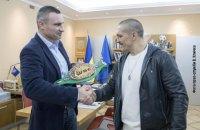 Кличко подарував Усику чемпіонський пояс WBC