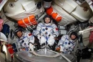 Китайские космонавты пристыковались к орбитальному модулю
