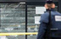 """У Парижі чоловік обмалював 20 машин словом """"єврей"""""""