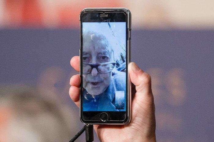 Жан-Люк Годар дает пресс-конференцию в Каннах