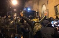 У Тбілісі силовики водометом розігнали мітинг під парламентом