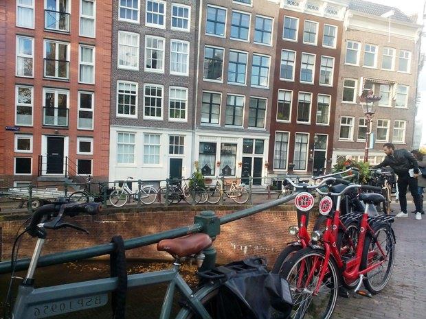 Велосипеды - главное средство передвижения жителей города