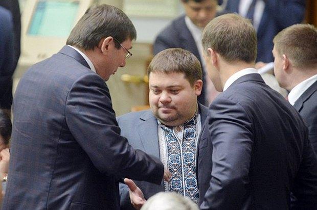 Віталій Карпунцов (у центрі) та Юрій Луценко (зліва)