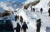 В Пакистане разыскивают десятки людей после схождения лавин