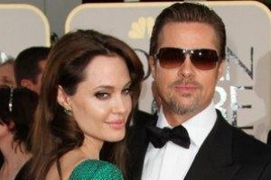 От Джоли и Питта требуют более 100 тысяч долларов