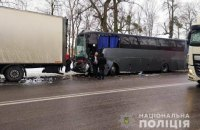В Винницкой области произошло ДТП с участием пассажирского автобуса, четырех грузовиков и двух легковушек