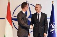 Сіярто розповів генсеку НАТО про погіршення відносин Угорщини з Україною