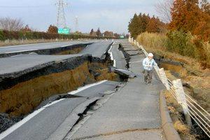 """Японские власти после мартовского землетрясения решили создать """"резервную столицу"""""""