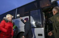 Офіс генпрокурора і СБУ почали допитувати звільнених під час обміну українців
