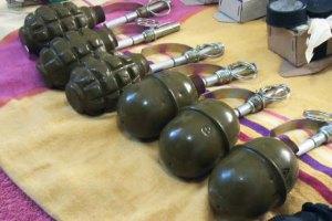 На звалищі в центрі Києва знайшли шість гранат