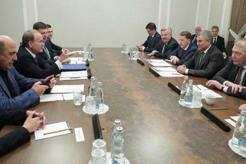 Суд обязал Офис генпрокурора расследовать поездку Медведчука, Кузьмина и Рабиновича в Россию как госизмену