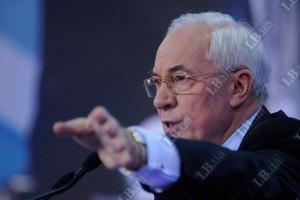 Азаров звинуватив банки в нагнітанні істерії навколо гривні