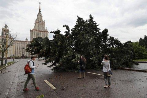 Жертвами урагана в столице стали 11 человек