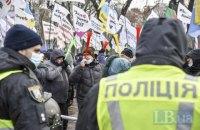 Полиция усилила охрану в правительственном квартале Киева, митингующие перекрыли ул. Грушевского