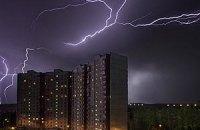 Завтра в Києві очікуються грози зі шквальним вітром