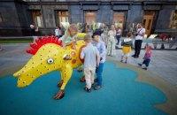 У Офиса президента открыли арт-площадку по мотивам картин Марии Примаченко