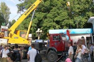 В Киеве демонтируют незаконные МАФы