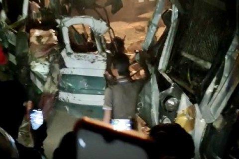 В Индии в аварии с пассажирским автобусом погибли не менее 17 человек