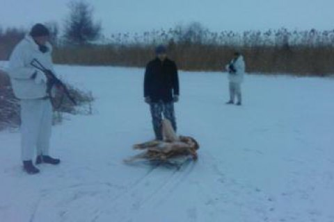 Українець намагався вивезти тушу м'яса в Росію на санках
