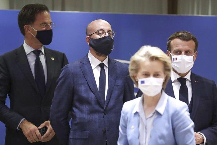 Слева-направо: премьер-министр Нидерландов Марк Рютте, президент Европейского совета Чарльз Мишель, президент Франции Эммануэль Макрон и президент Европейской комиссии Урсула фон дер Ляйен во время саммита в Брюсселе, 21 июля 2020