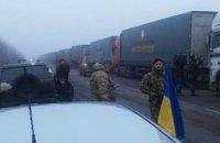 Семенченко: фуры Фонда Ахметова взяли под охрану бывшие беркутовцы