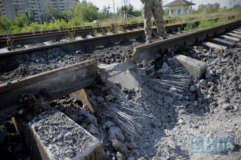 """47 вагонів коксу з """"ЛНР"""" застрягли в Луганській області через підрив залізничної колії"""