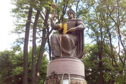 У Полтаві облили фарбою пам'ятник Мазепі