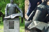 В Яготине демонтировали памятник советскому маршалу Жукову