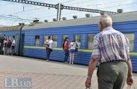 """""""Укрзализныця"""" не решилась на отмену пригородных поездов"""
