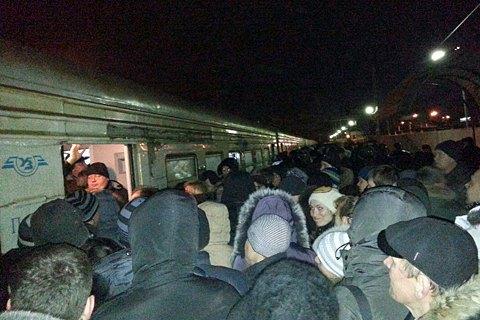ВКиевской области люди остановили поезда— Бунт нарельсах