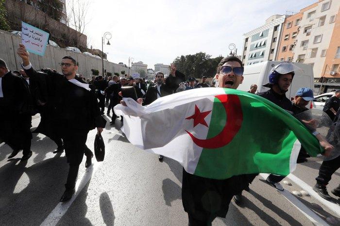 Акция протеста против пятого срока президентства Бутефлика в Алжире, Алжир, 7 марта 2019.