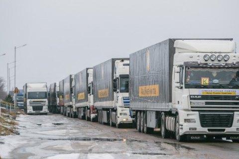 У вантажівках з гумдопомогою Ахметова знайшли заборонені предмети