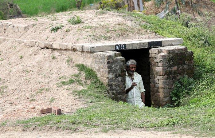 Бункер возведен после авиаобстрелов со стороны Пакистана в деревне возле индийско-пакистанской границы, в 35 км от Джамму, зимней столицы Кашмира, Индия, 28 Февраль 2019.