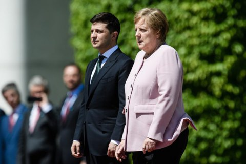 """Зеленский разъяснил, почему не помог Меркель: """"Она была в безопасности"""""""