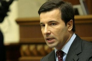 Коновалюк знявся з виборів через одруження