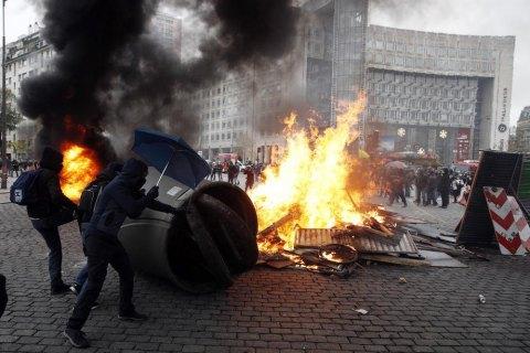 Число задержанных за беспорядки в Париже превысило сто человек