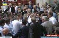 """В Раде произошла потасовка между """"свободовцами"""" и коммунистами"""