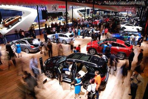 Жители России потратили нановые автомобили неменее 1,5 трлн руб.
