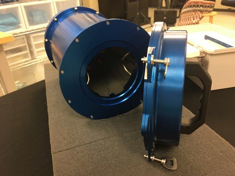 Устройство, разработанное компанией NanoRacks, представляет собой цилиндрический контейнер