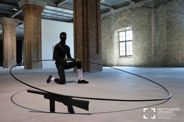 "Марчин Бердишак, ""Le danse macabre de terrorisme"", инсталляция"