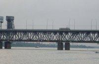 """Полиция задержала мужчину, который """"минировал"""" Амурский мост в Днепре"""