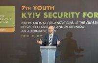 """Яценюк призвал молодежь не ждать """"доброго царя"""" и действовать самостоятельно"""