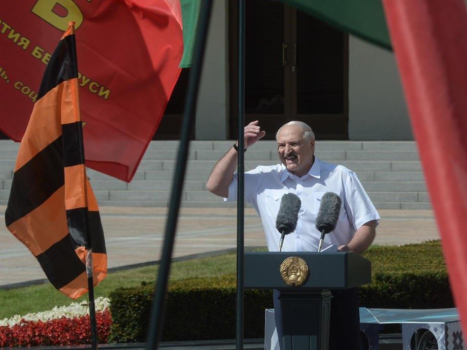 Лукашенко виступає під час мітингу на його підтримку в Мінську, 16 серпня 2020.
