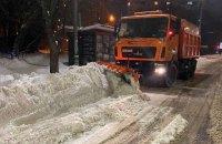 Из Киева ночью вывезли три тысячи тонн снега, но новая метель снова все замела