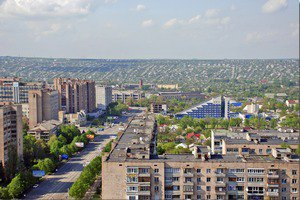 Мешканці Луганська отримують російську гуманітарну допомогу