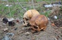 У Сумах на ворота автокооперативу повісили два людських черепи