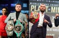 На дуелі поглядів претендентів на звання абсолютного чемпіона світу між боксерами сталася бійка
